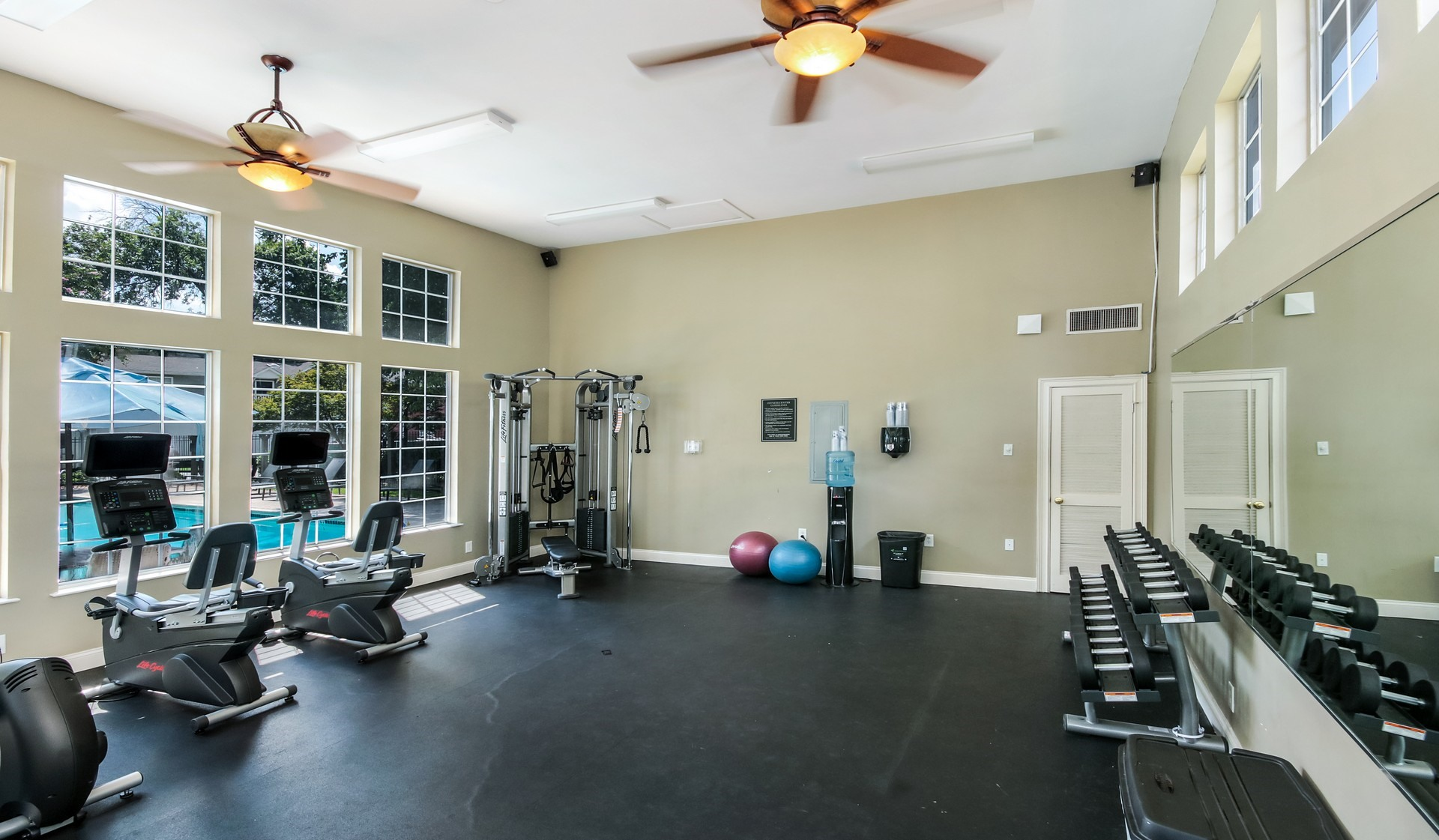 https://www.peachtreeparkapartments.com/content/dam/aimco-properties/039110/1920x1121/amenities/Fitness4.jpg