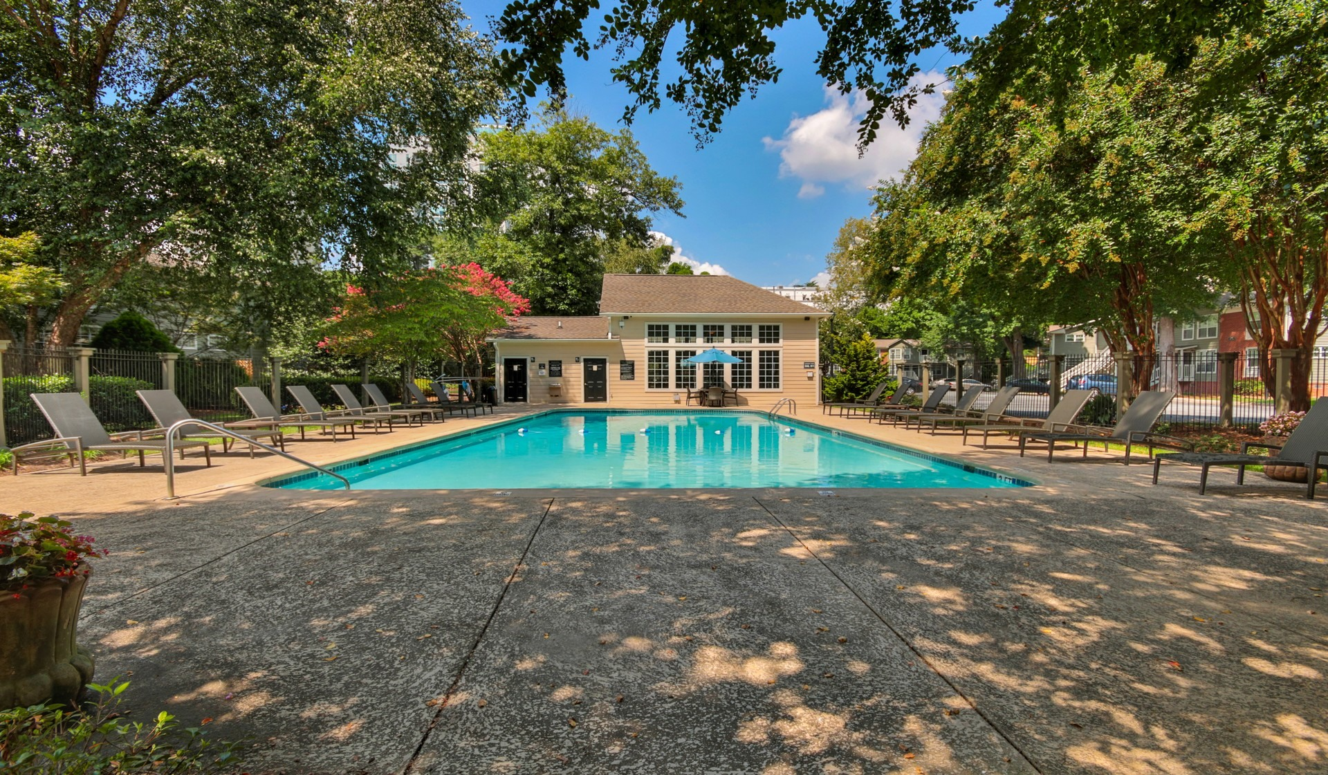 https://www.peachtreeparkapartments.com/content/dam/aimco-properties/039110/1920x1121/amenities/Pool1.jpg