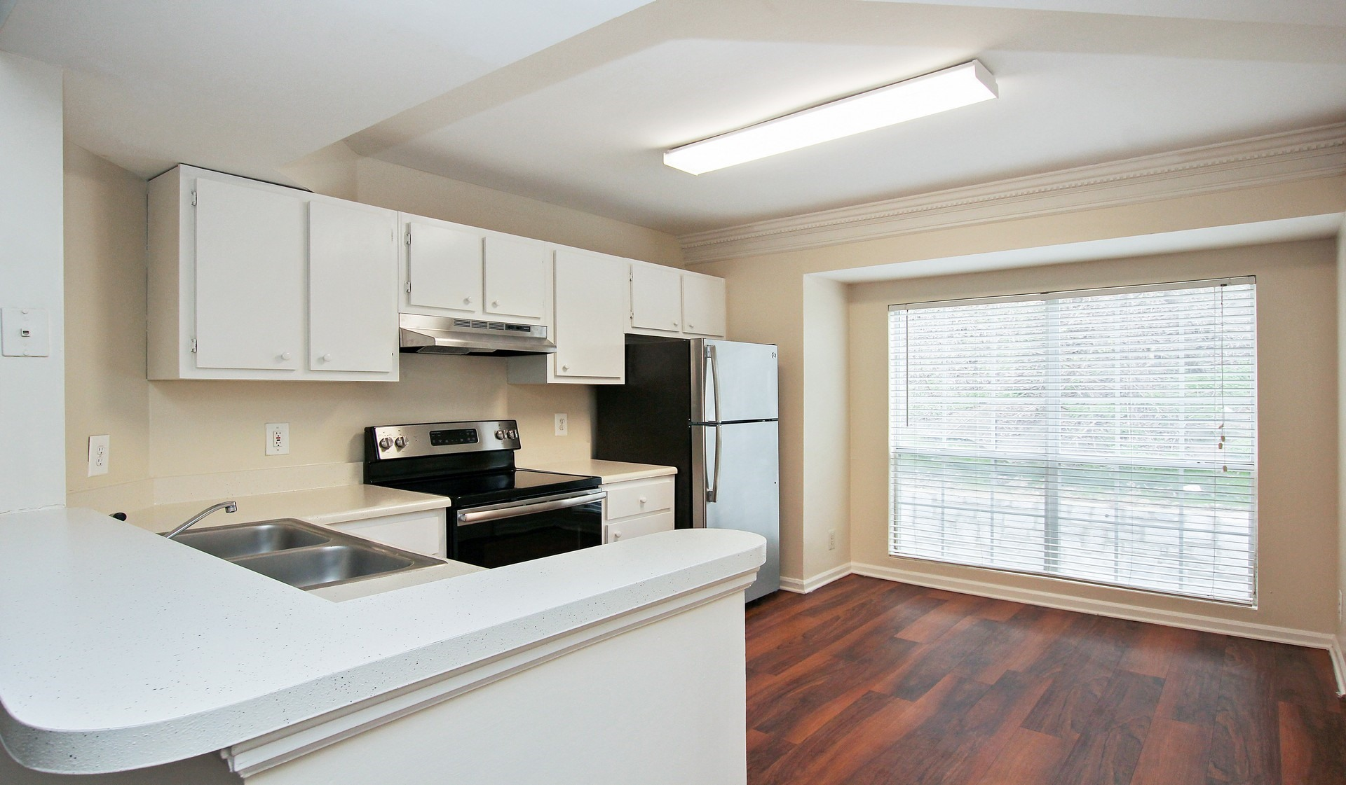https://www.peachtreeparkapartments.com/content/dam/aimco-properties/039110/1920x1121/interior/Maple_kitchen.jpg