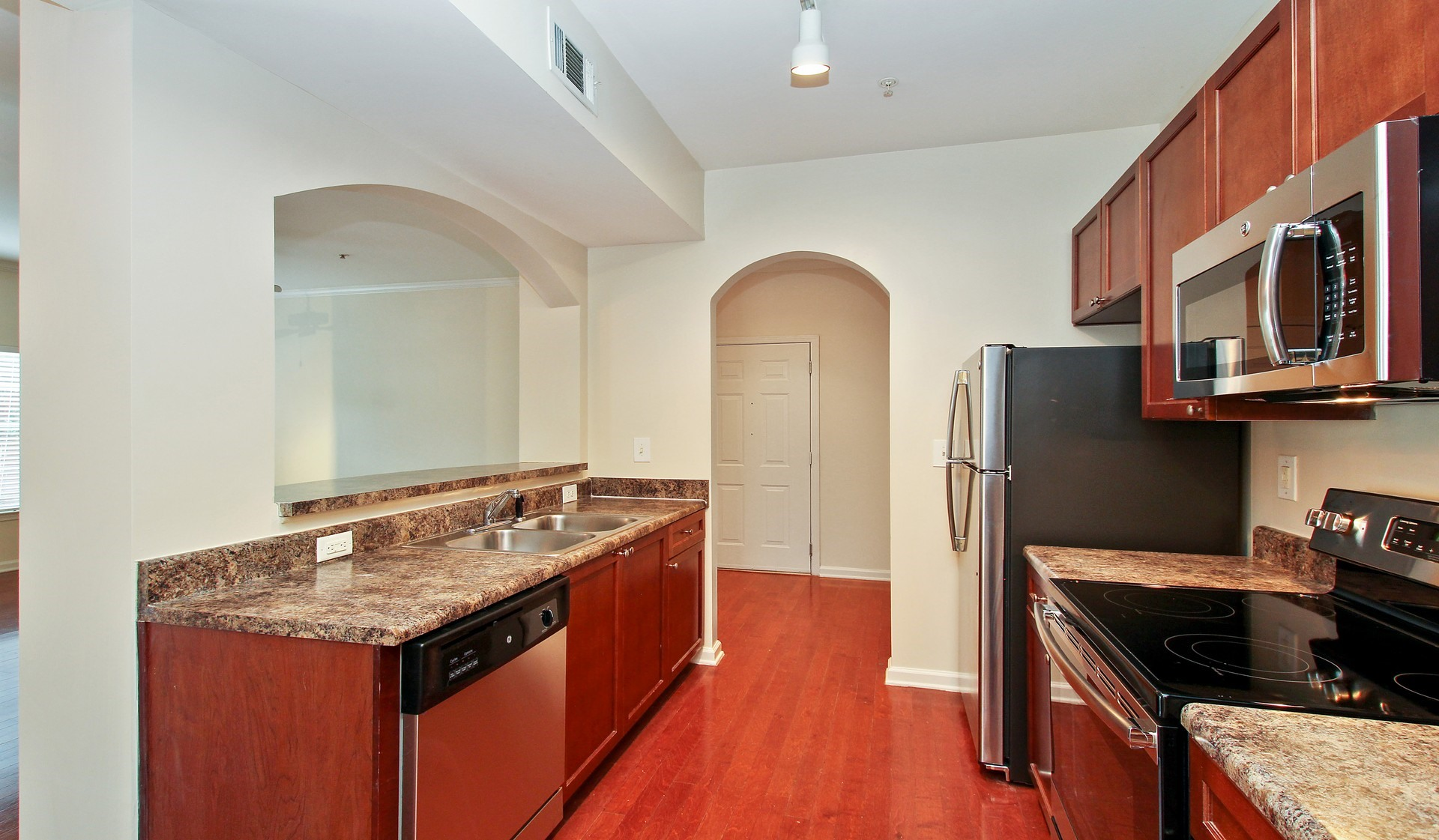 https://www.peachtreeparkapartments.com/content/dam/aimco-properties/039110/1920x1121/interior/Tuscan_kitchen.jpg